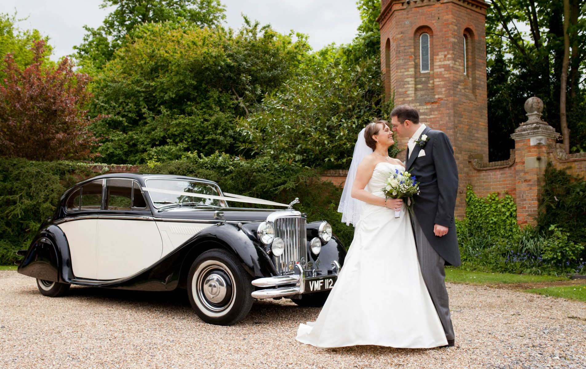 Beaconsfield Wedding Photographer - Sarah and Mark