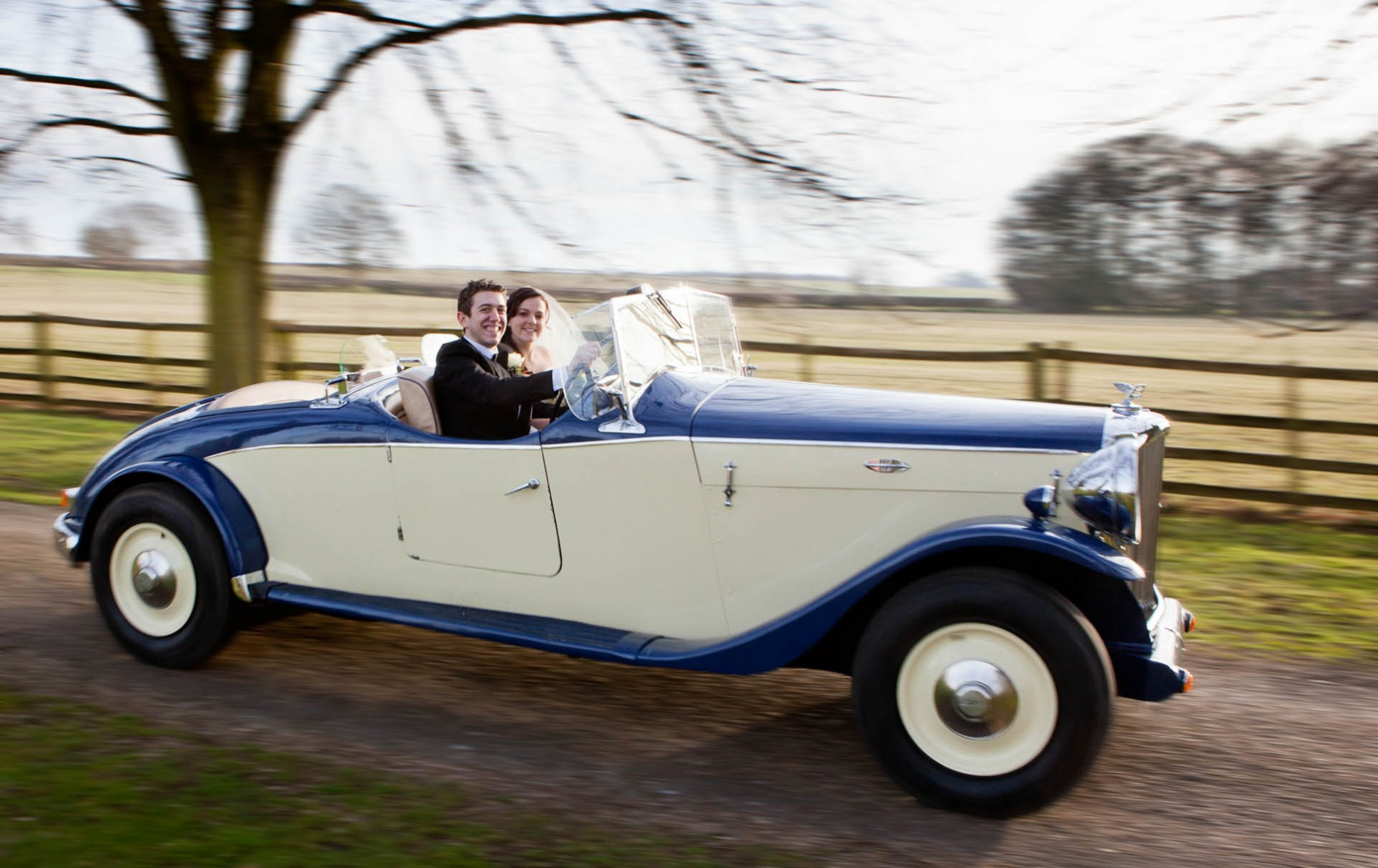 Notley Abbey Wedding Photographer - Sarah and Chris