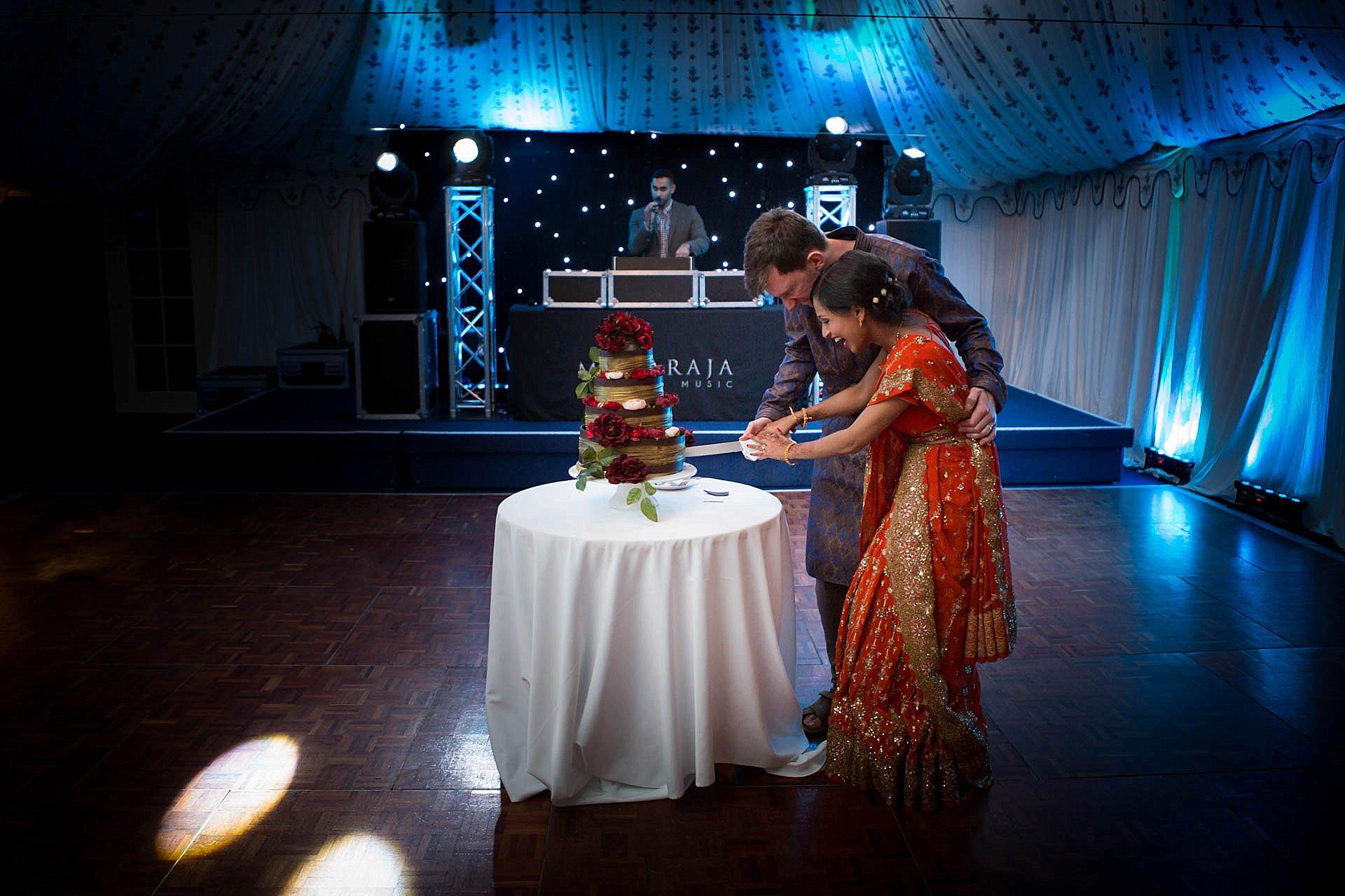 Poundon House - Cutting the cake